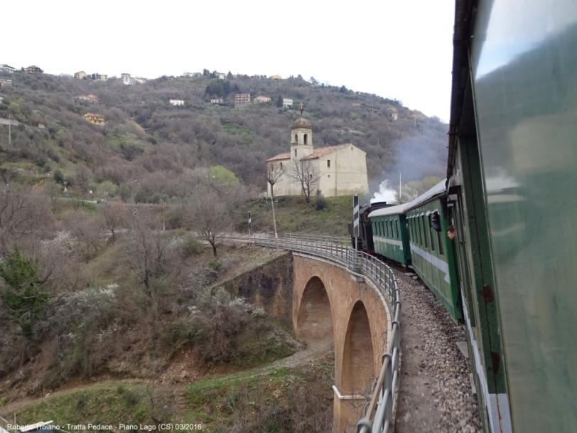 Il treno speale nei pressi di Mangone