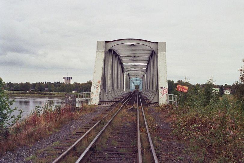1024px-haparanda-tornio_rail_bridge_sep2008